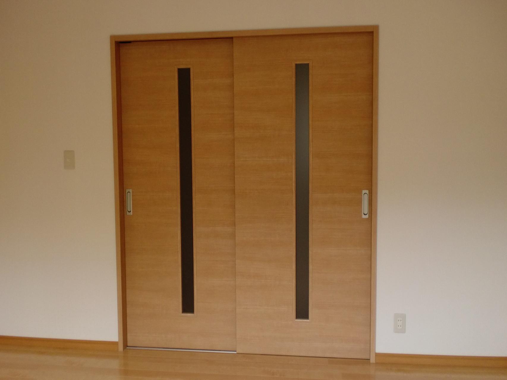 2階 寝室 引違い2枚戸