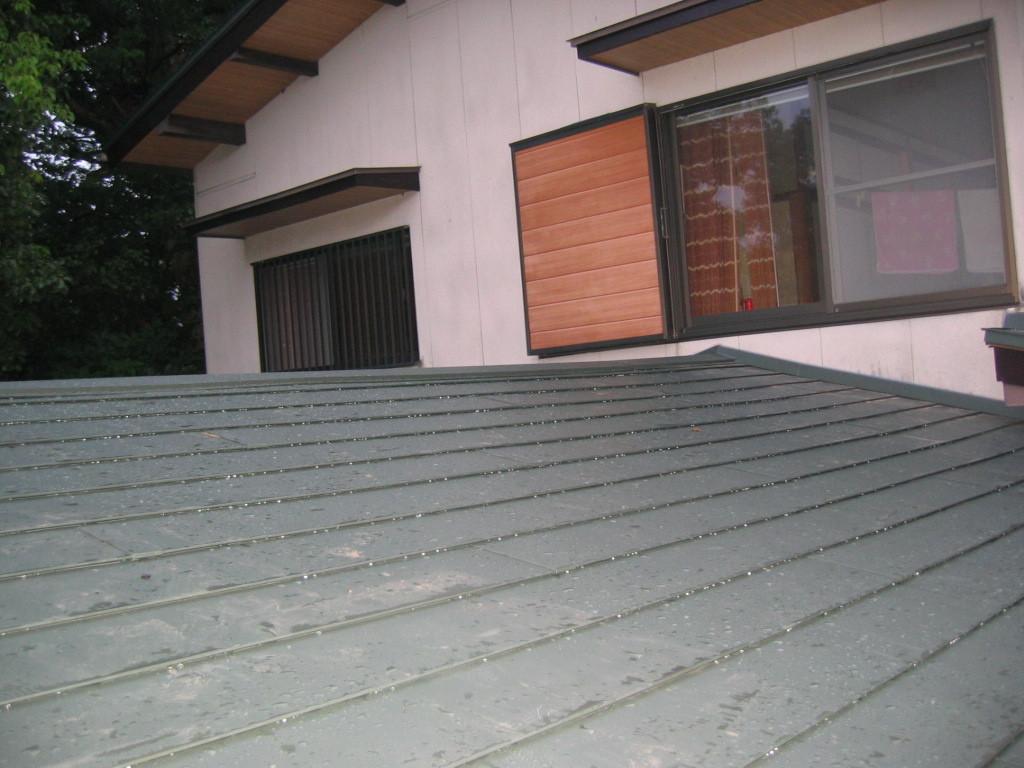 屋根ガルバリュウム鋼板貼り施工 (横葺き)④