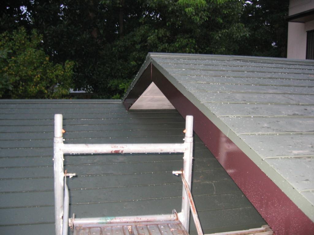 屋根ガルバリュウム鋼板貼り施工 (横葺き)③