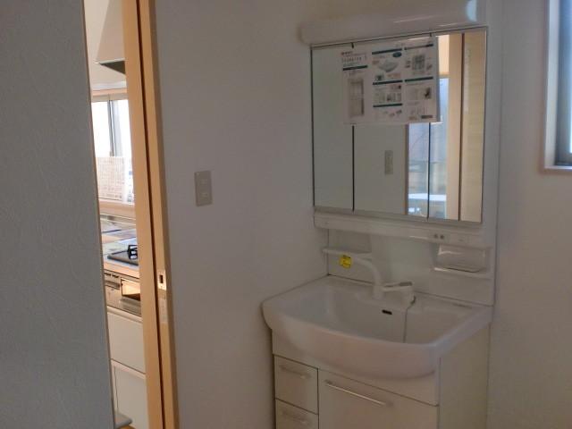 収納三面鏡洗面化粧台(ノーリツ)