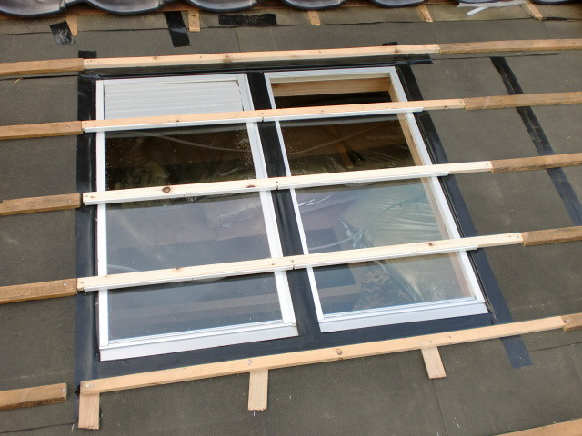 施工中 ガラス瓦 下地パネル枠+防水テープ、防水処理