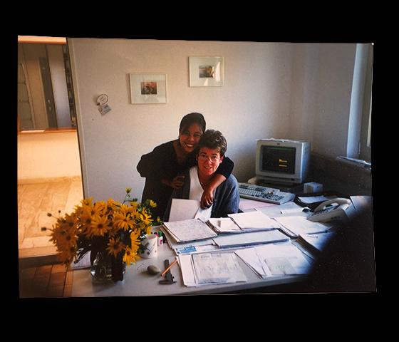 Frau Betz Senior und Frau Betz Junior im Einsatz im Büro