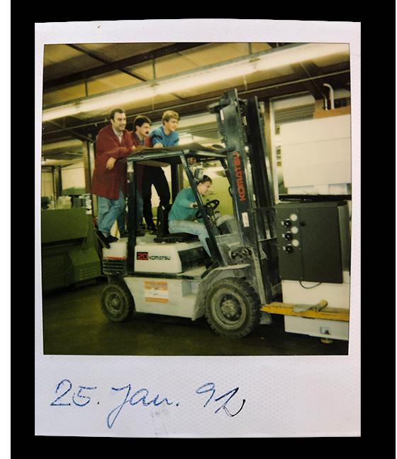 1992: Spektakuläres Verladen einer Maschine