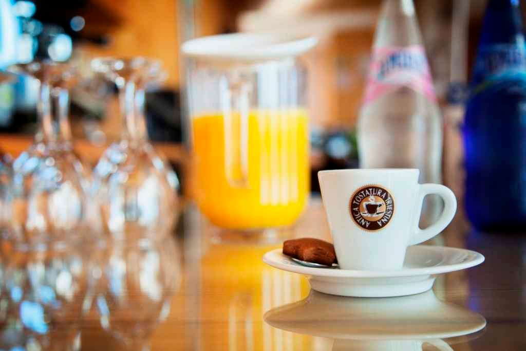 Freshly squeezed orange juice, mineral water and coffee at the breakfast buffet