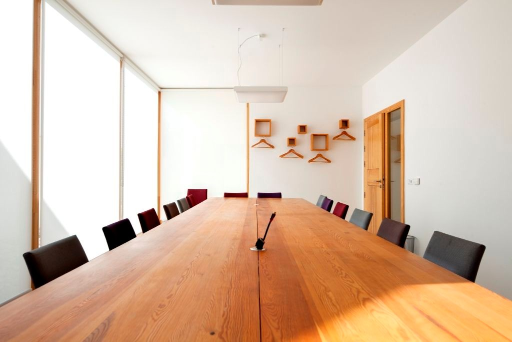 Meeting room for 20/25 people