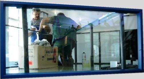 Bild: Blick in das fertig verklebte 3.100l-Aquarium