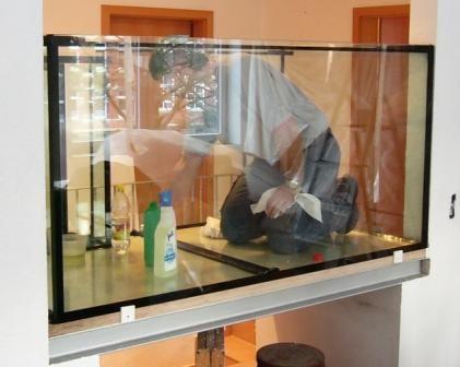 Bild: Vor Ort geklebtes 1.600l Aquarium