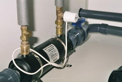 Die Verwendung eines Wärmetauschers, der an die vorhandenen Zentralheizung angebunden wurde, ist viel wirtschaftlicher als eine konventionelle Elektroheizung.
