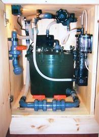 Bild: Aquarium-Technikraum. Optimaler Betrieb eines Eheim-Topffilters, Wasserwechselanschluss, Silikonschläuche, CO2-Diffusion