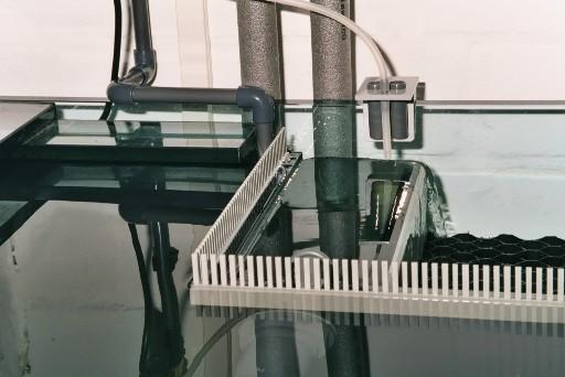 Wasserübertritt zu Beginn der Pumpentätigkeit (Verteilerplatten sind noch nicht eingebracht).
