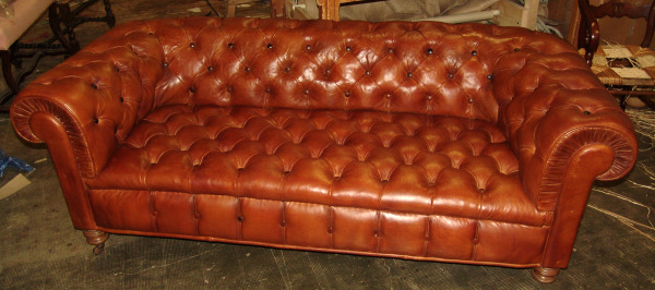 restauration canapé Chesterfield capitonné