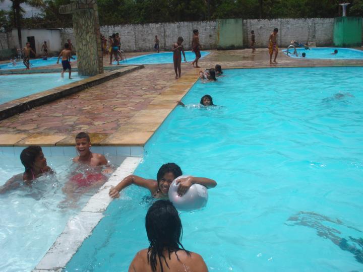 Super, einmal pro Jahr steht uns das Schwimmbad eines Klubs zur Verfügung!