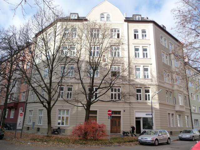 Mietshaus, Neubarock mit abgeschrägter Ecke und Putzgliederung, München-Au