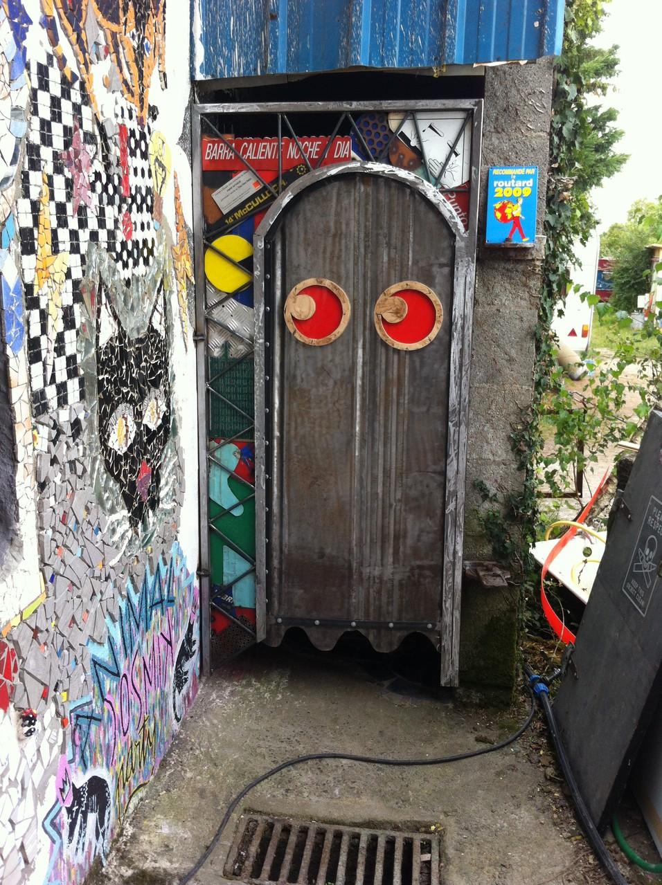 Wouhaou la porte des toilettes sèches !