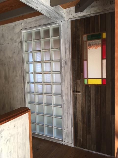 2階入り口扉~廊下側から見る