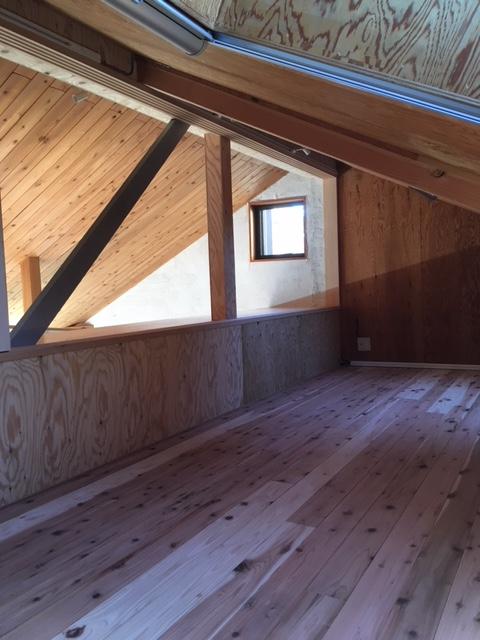 屋根裏部屋(寝室)