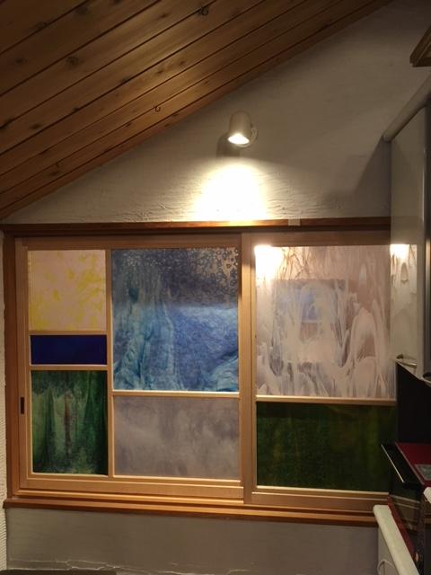 2階ダイニングあかり取り窓~ステンドグラスもビンテージ物
