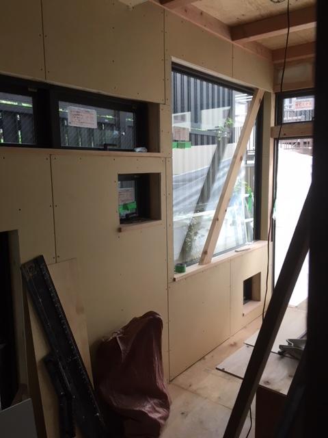 1Fファミリールーム奥のサンルーム窓