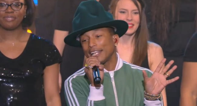 Le Chœur Gospel de Paris en compagnie de Pharrell Williams était au Grand Journal de Canal+