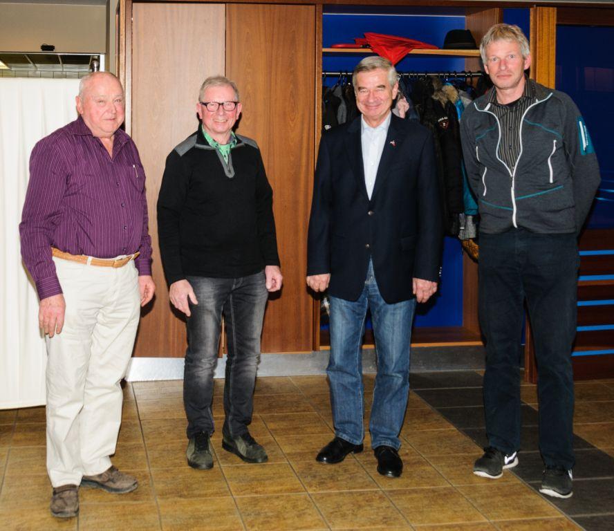 50 Jahre im Verein Johannes Aichele, Hans-Jürgen Denn, Horst Ganzer und 1. Vorsitzender Stefan Ring