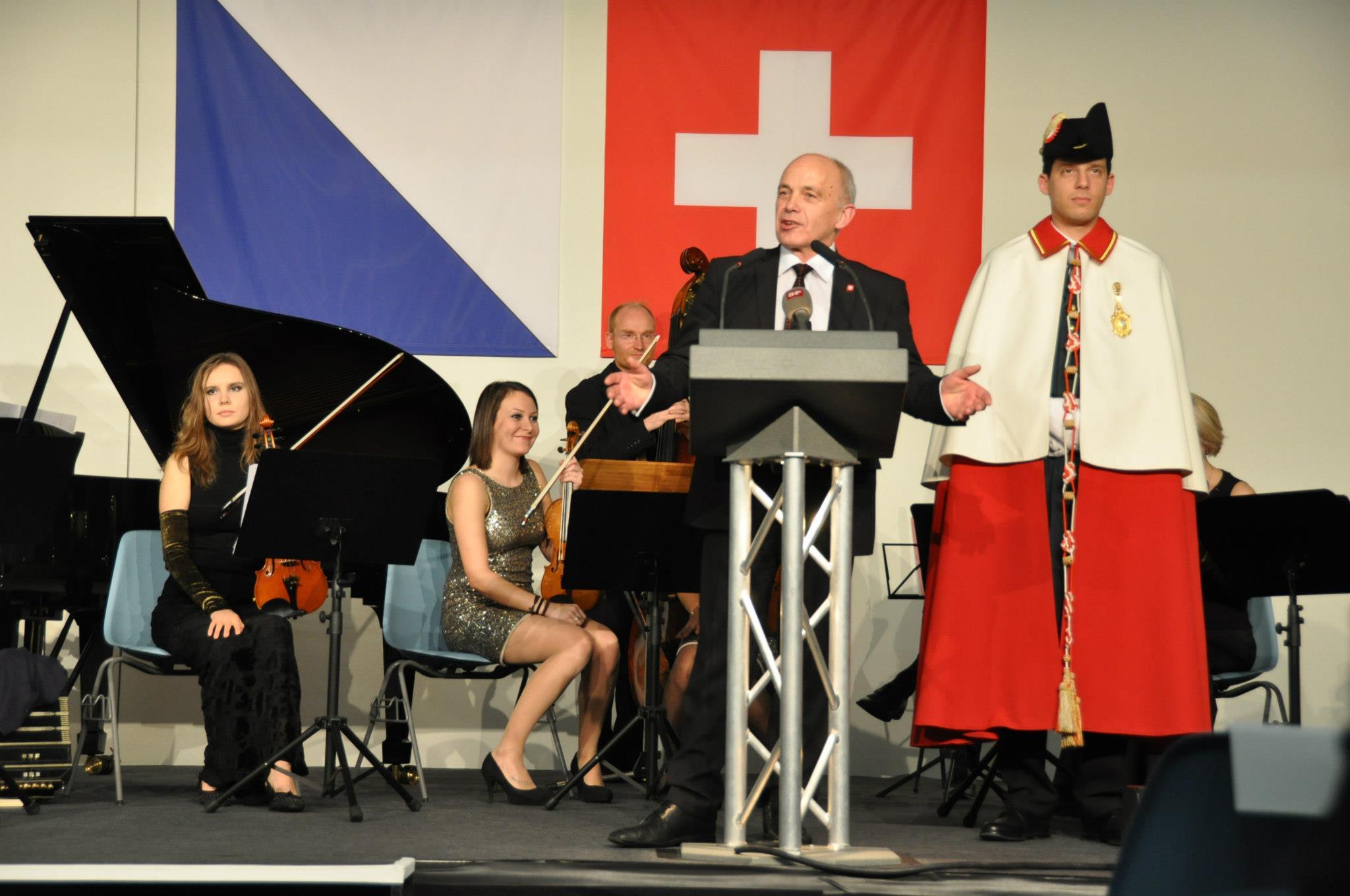 Ueli Maurer - Wahlfeier (Landesmuseum Zürich) 13.12.2012. K.Timokhina 1-Violine (Auf dem Foto-Links)