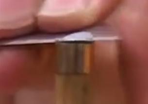 resterende tipmateriaal wordt verder verwijderd van de tip, en de tip wordt schoon gemaakt