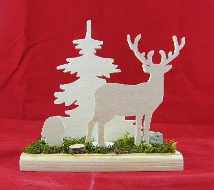 décoration en bois en kit représentant un cerf, un champignon et un sapin dans la forêt