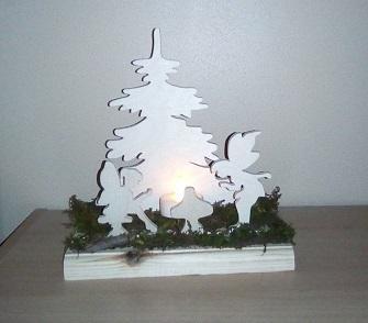 décoration en bois en kit représentant deux fées, un champignon et un sapin dans la forêt, illuminée par une bougie led