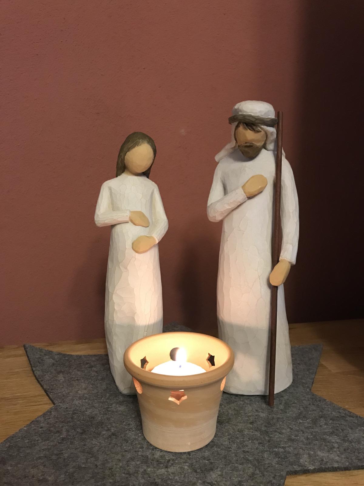 Wir haben am 1. Dezember Maria und Josef eine Herberge gegeben, bei uns in der Stube ist es schön warm und heimelig