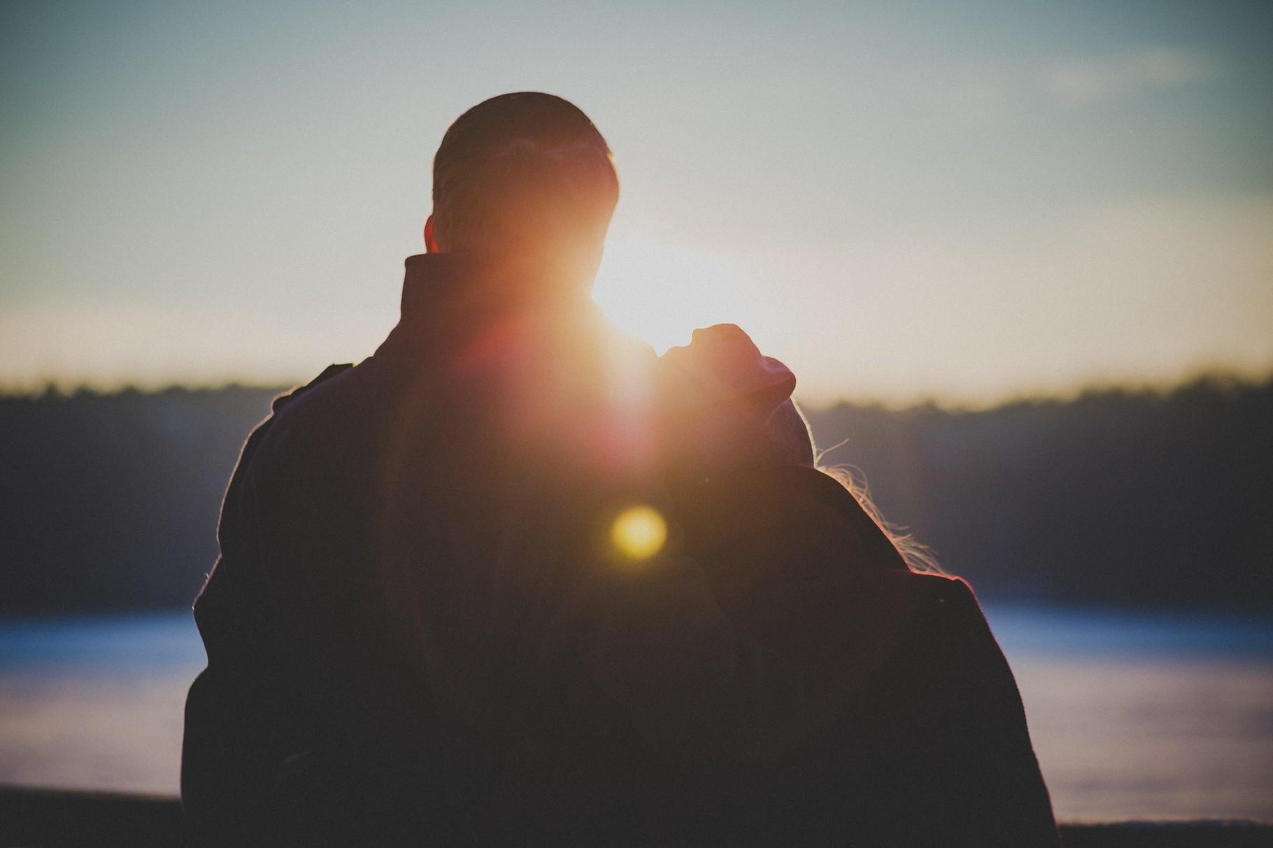 Außergewöhnlich übernachten: Ob frisch verliebt oder lang verheiratet - die Kuschelzeit im Schlaffass bleibt in Erinnerung!