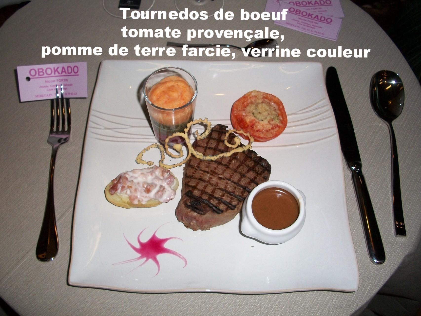Tournedos de boeuf sauce poivre vert, pomme de terre farcie, verrine couleur