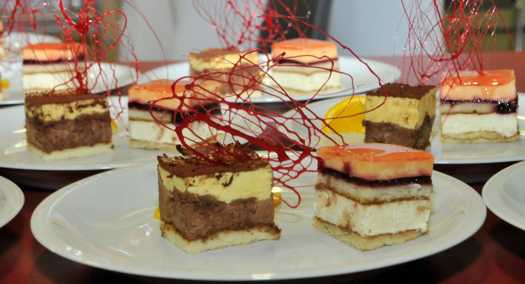 bavarois deux chocolat , et abricotier