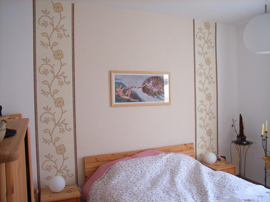 mit tapete in holzoptik renovierungsprofi finn. Black Bedroom Furniture Sets. Home Design Ideas
