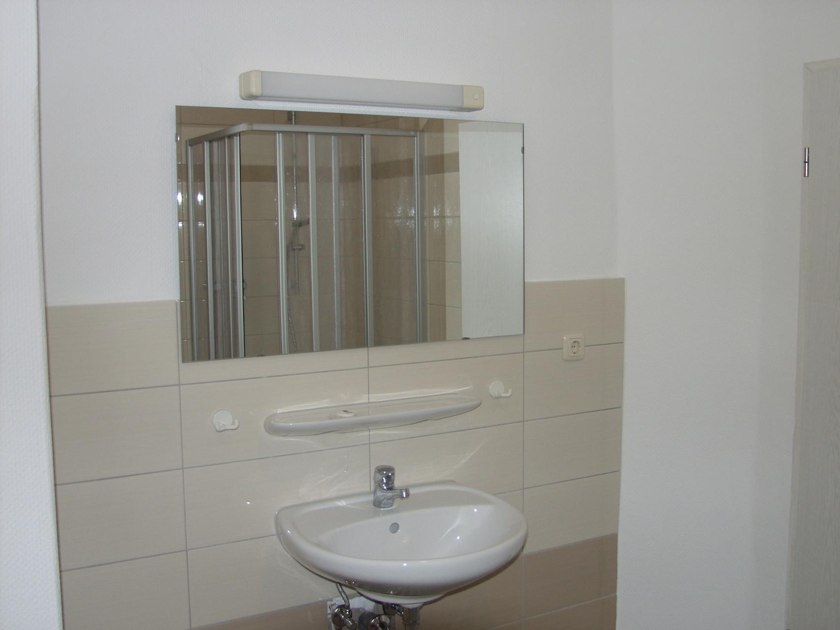 badezimmer vor dem umbau renovierungsprofi finn. Black Bedroom Furniture Sets. Home Design Ideas