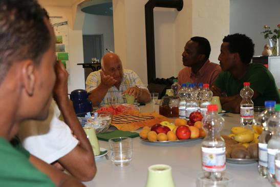 Intensiver Austausch über Swasiland, Kenia, Eritrea über Deutschlands Rolle bei der Kongo-Konferenz 1884/85 in Berlin - die Ausplünderung des schwarzen Kontinents, bis hin zum Völkermord an den Heros und heuer den Auswirkungen der Freihandelsabkommen EPA