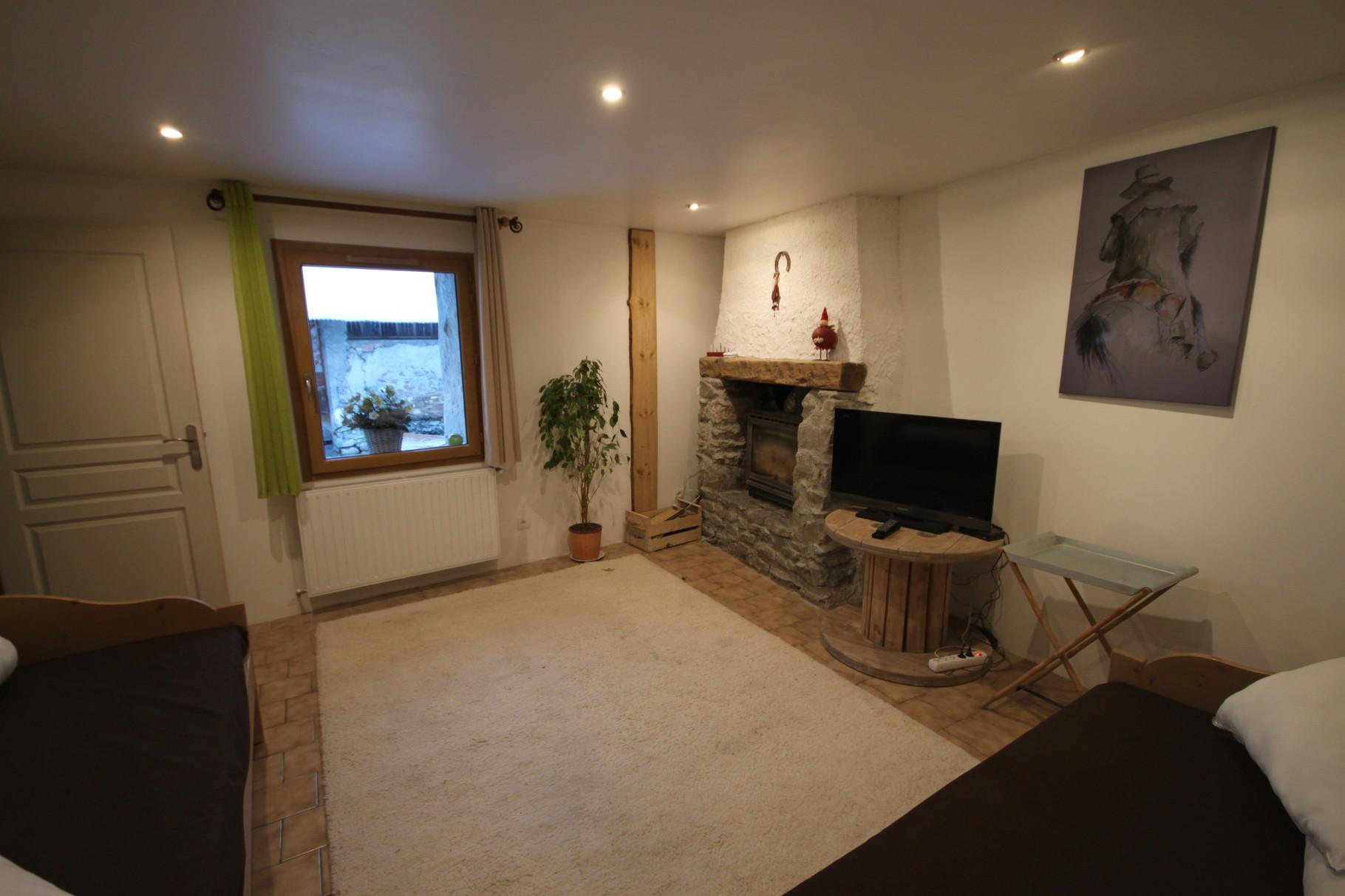 Salon, insert cheminée, TV, ethernet