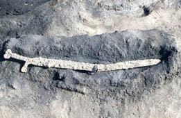 長野県木島平村から出土した弥生時代末期の鉄剣
