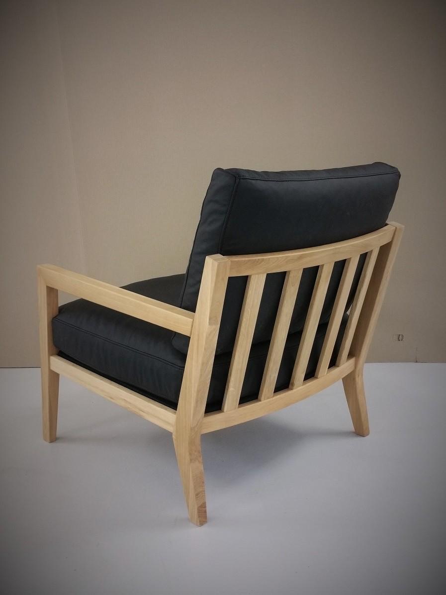 Rückenansicht Sessel mit Eichengestell