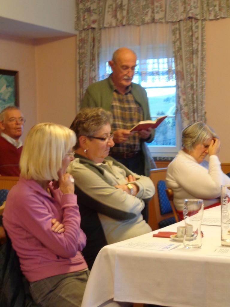 Adventfeier beim Rieglwirt - Helmut liest Gedichte