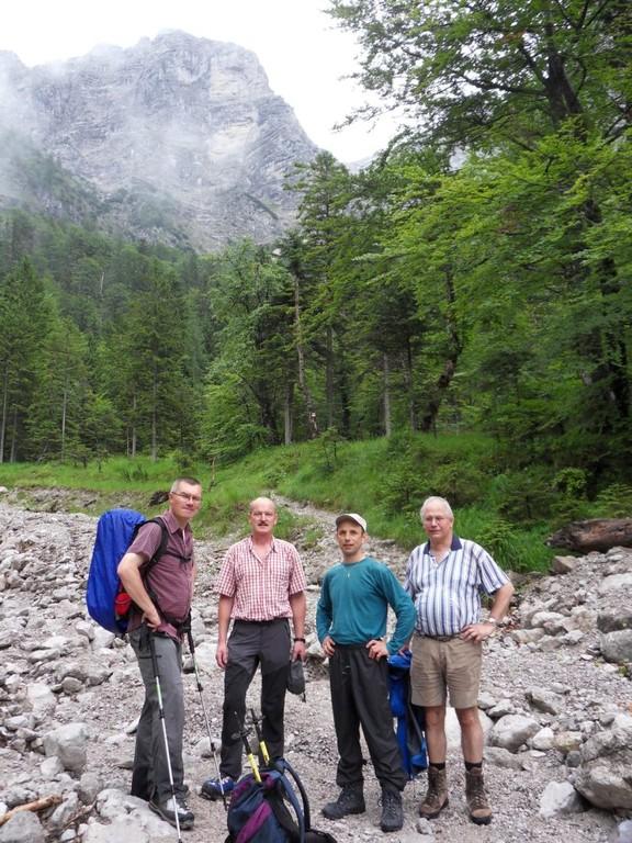 kurze Pause bei der Materialseilbahn (942 m)