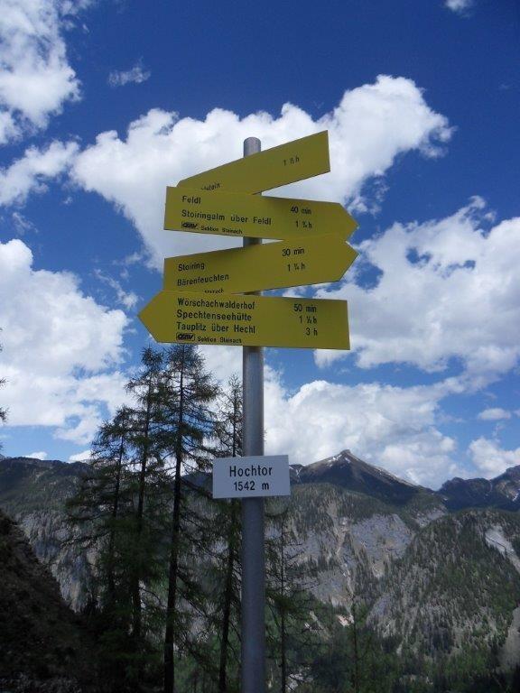 Wegweiser beim Hochtor 1.542 m