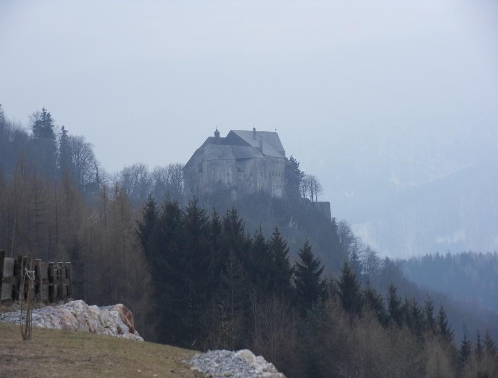 erster Blick auf Burg Altpernstein