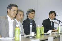 討論会第2部で語る(左から)佐土原聡さん、山本理顕さん、長谷部勇一さん、小林直貴記者