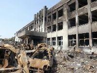 住民が避難する校舎が火災に襲われた(2011年4月10日、宮城県石巻市の門脇小で)=広井悠・東京大助教提供