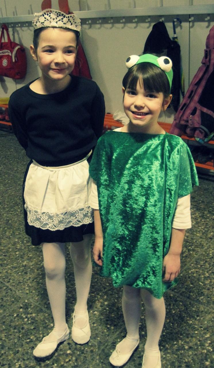 Ich hab noch nie sooo ein süßes Stubenmädchen & so einen süßen Frosch gesehen! Anastasia & Juliana bei der Ballett Auffrührung von Dornröschen ♥