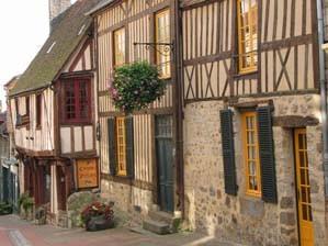 Domfront, cité médiévale, normandie, orne, maisons en colombage