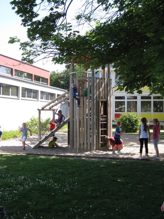 Klettergerüst auf dem Pausenhof