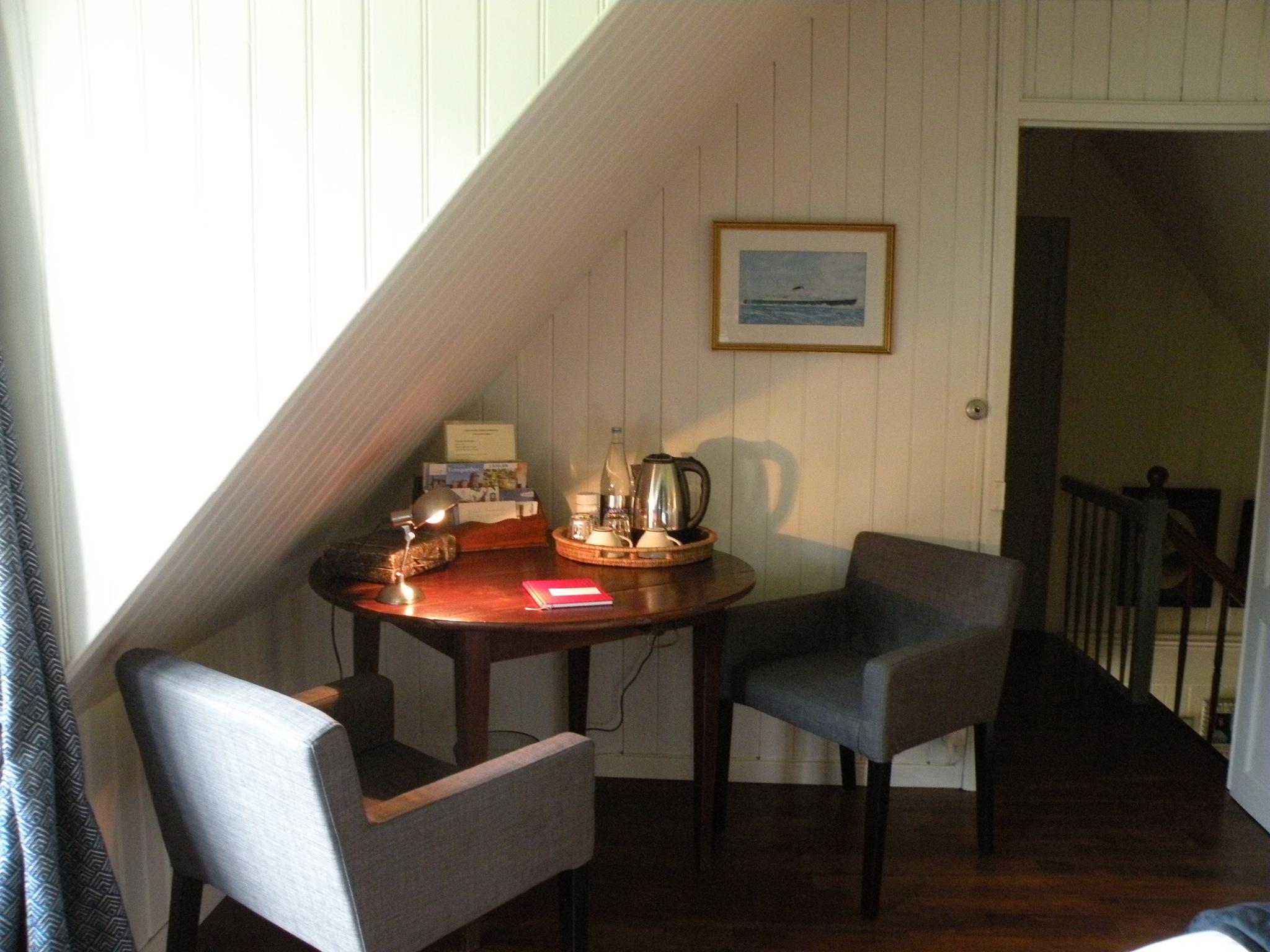 Le petit coin salon/bureau et son plateau de courtoisie