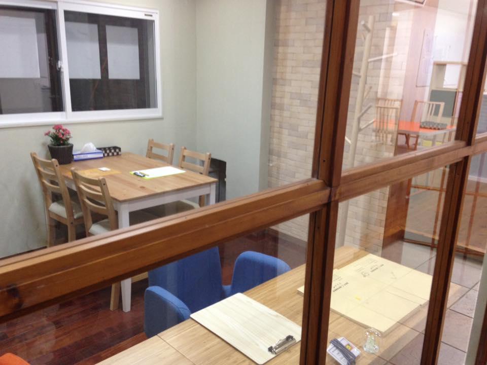 事務室と教室はセパレートなので、面談や相談もじっくり話せます。
