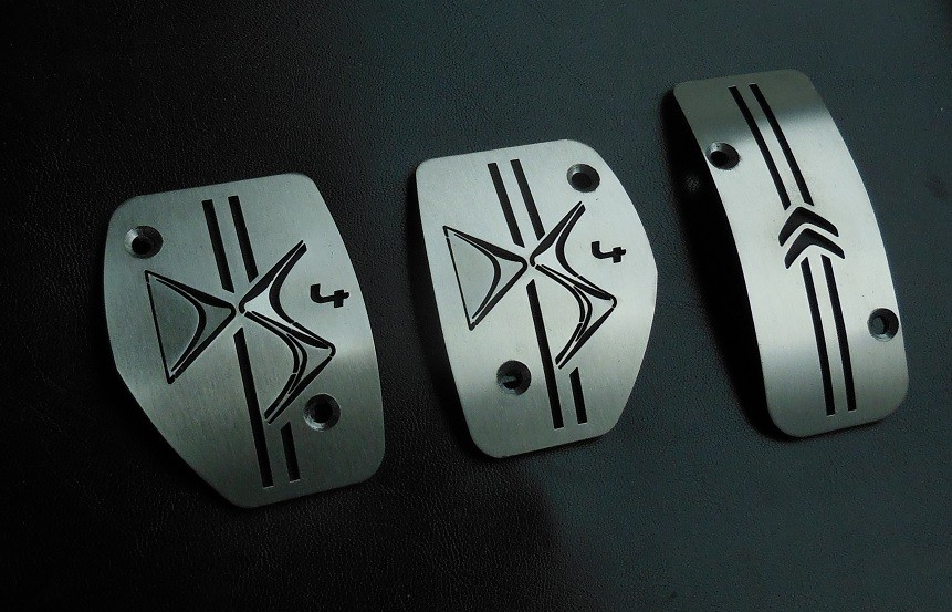 PEDALES INOX LOGO DS4-65€